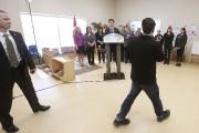 Un manifestant a interpellé Justin Trudeau au sujet... (PC) - image 2.0