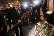Le président russe Vladimir Poutine a déposé des... (AP, Dmitri Lovetsky) - image 2.0