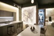 Dans le condo témoin du Yul, une cuisine... (PHOTO MARCO CAMPANOZZI, LA PRESSE) - image 1.1