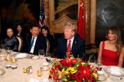 Donald et Melania Trump, ainsi que le président... (AP, Alex Brandon) - image 1.0