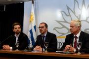 Diego Olivera et Juan Andres Roballo, du Conseil... (AFP, MIGUEL ROJO) - image 1.0