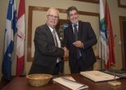 On reconnaît sur la photo le maire suppléant... (François Gervais) - image 2.0