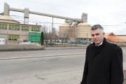 Le conseiller municipal Luc Boivin pose devant l'endroit... (Le Quotidien, Rocket Lavoie) - image 1.0