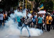 Des heurts avec les forces de l'ordre ont... (AFP, FEDERICO PARRA) - image 1.0