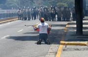 Des heurts avec les forces de l'ordre ont à nouveau... (AFP, FEDERICO PARRA) - image 2.1