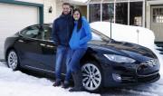 Guillaume Dumas-Couture et Melissa Gervais devant leur Tesla.... (Photo Mathieu Belanger, colaboration spéciale) - image 9.0
