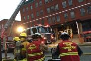 L'incendie dans ce bâtiment de la rue Dufferin... (La Tribune, René-Charles Quirion) - image 1.0