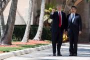 Le président Donald Trump guide son homologue chinois,... (AFP, Jim Watson) - image 4.0