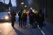 Des joueurs du Borussia Dortmund sont escortés par... (AFP) - image 3.0