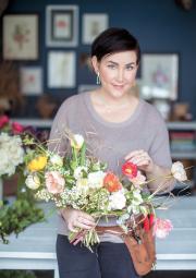 Carmel Sabourin Goldstein a grandi à la campagne,... (Photo de Julia C. Vona, tirée de L'atelier des bouquets) - image 1.0