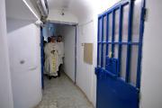 Le pape François, à la prison de Paliano... (AP, L'Osservatore Romano) - image 1.0