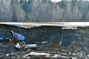 Un important glissement de terrain a endommagé le rang... (Stéphane Lessard) - image 4.1