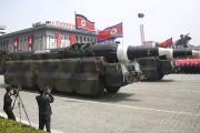 Ce que les experts militaires identifient comme des... (AP, Wong Maye-E) - image 1.0