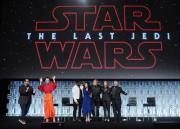 Les acteurs Josh Gad, Daisy Ridley, John Boyega,... (PHOTO GERARDO MORA, GETTY IMAGES/AGENCE FRANCE-PRESSE) - image 1.0