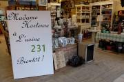 Madame Hortense fermera ses portes rue Principale, où... (Alain Dion) - image 1.0