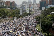 Les manifestants dénoncent le gouvernement du successeur d'Hugo... (AP, Ariana Cubillos) - image 2.0