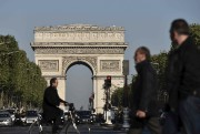 Les Champs-Élysées, vendredi... (AFP, Philippe Lopez) - image 3.0