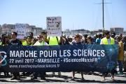Des manifestants à Marseille.... (PHOTO ANNE-CHRISTINE POUJOULAT, AFP) - image 1.0