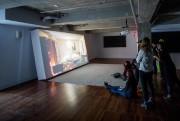 Au centre, Hisser, 2013, projection vidéo avec son... (Photo Marco Campanozzi, La Presse) - image 1.1