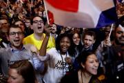 Les partisans d'Emmanuel Macron jubilaient dimanche à l'annonce... (AFP, Patrick Kovarik) - image 4.0