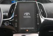 L'imposant écran du système d'infovertissement de la Prius... (Photo fournie par le constructeur) - image 11.0