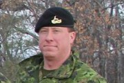 Le sergent Robert J. Dynerowicz, de Petawawa, est... (Courtoisie) - image 1.0