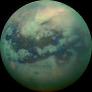 Image de Titan à l'infrarouge prise en 2015... (Photo fournie par la NASA) - image 1.0