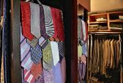 Le compartiment à cravates du dressing-room est plutôt... (Le Soleil, Patrice Laroche) - image 4.0