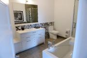 À l'étage, la salle de bain est attenante... (Le Soleil, Erick Labbé) - image 2.1
