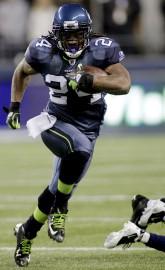 Selon NFL Network, Lynch recevra un salaire de... (AP, Ted S. Warren) - image 3.0