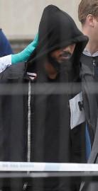 Un homme est détenu par la police, à... (REUTERS) - image 2.0