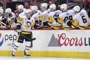 Sidney Crosby a célébré deux fois en deuxième... (AP, Nick Wass) - image 3.0