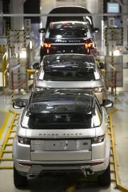 Des Range Rover Evoque assemblés terminent leur progression... - image 3.0