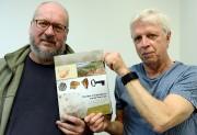 Les archéologues Richard Fiset et Gilles Samson militent... (Le Soleil, Erick Labbé) - image 4.0