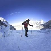 Le légendaire alpiniste Ueli Steck en action récemment... (tirée d'Instagram) - image 2.0