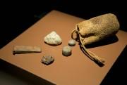 Bourse à talismans dans laquelle desAmérindiens duBrésil pouvaient... (Photo David Boily, La Presse) - image 3.0
