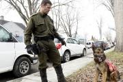 Le maître-chien Steve Lacasse a participé aux recherches... (Photo Le Quotidien, Jeannot Lévesque) - image 2.0