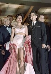 Madonna en 1991 dans son soutien-gorge conique signé... (AFP, Gérard Julien) - image 5.0
