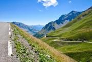 La longue montée vers le col du Galibier... (PHOTO ALAIN BISSON, LA PRESSE) - image 2.0
