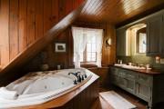 Le bois règne en maître ici:du plancher au... (Photo fournie par Profusion Immobilier) - image 2.0