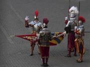 Pour faire partie de la garde suisse, un... (AFP, Tiziana Fabi) - image 2.0