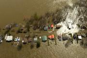 Des maisons inondées à Rigaud... (La Presse, Bernard Brault) - image 2.0
