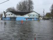 Baromètre involontaire du niveau de l'eau, la voiture... (Martin Roy, Le Droit) - image 7.0