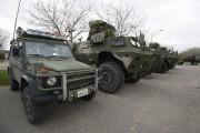 Les militaires sont arrivés à Louiseville avec plusieurs... (Stéphane Lessard, Le Nouvelliste) - image 1.1
