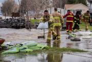 Des pompiers de Batiscan reçoivent l'aide de pompiers... (François Gervais, Le Nouvelliste) - image 1.1