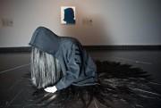 Devant:Mixed Blessing, 2011, de Rebecca Belmore (1960-), veste... (Photo André Pichette, La Presse) - image 2.0
