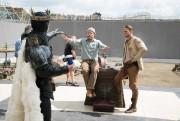 Guy Ritchie (au centre) et Charlie Hunnam (àdroite)... (Photo fournie par le studio Warner Bros.) - image 2.0