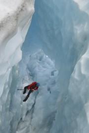 Les guides aménagent des passages sur le glacier... (Le Quotidien, Dominique Gobeil) - image 9.0