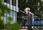 James Comey a été aperçu mercredi devant sa... (AP) - image 2.0