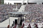 Quelque 500000pèlerins étaient rassemblés au sanctuaire de Fatima... (PHOTO TIZIANA FABI, AGENCE FRANCE-PRESSE) - image 1.0
